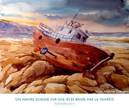 Un navire échoué sur une jetée brisée par la tempête