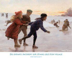 Des enfants patinent sur l'étang gelé d'un village