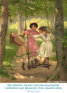 Des enfants jouent sur une balançoire suspendue aux branches d'un grand chêne