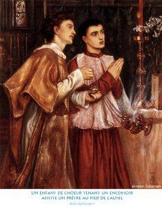 Un enfant de choeur tenant un encensoir assiste un prêtre au pied de l'autel