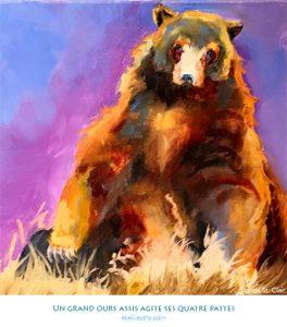 Un grand ours assis agite ses quatre pattes