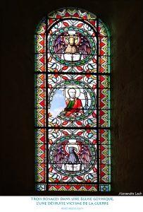 Trois rosaces dans une église gothique, l'une détruite victime de la guerre