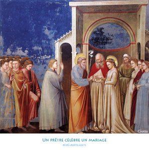 Un prêtre célèbre un mariage